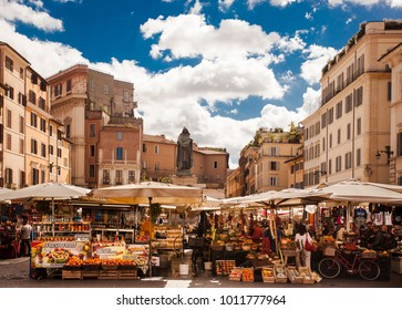 """Rome, Italy - 19 09 2017: The vibrant Fresh Market at the Campo de' Fiori (""""Field of Flowers"""") on a sunny Day with blue Sky"""