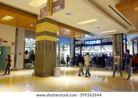 Rome Italy 2013 Oct People Walking Stock Photo (Edit Now) 399362644 ...