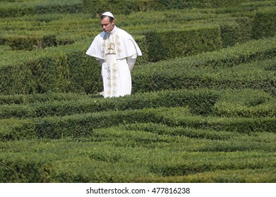 """Rome, Italy 8 agust 2015: in the gardens of Villa Pamphili have some scenes of Paolo Sorrentino's """"the Pope young"""" with Jude Law film and Deane Keatone in Rome in August 2015"""