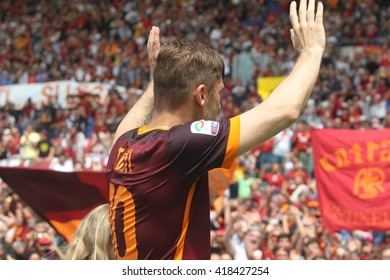"""ROME, ITALY - MAY 2016 : Totti crying after the game fotball match  of Italian League """"Serie A"""" between A.s. Roma  vs Chievo at the Olimpic Stadium  on May 8, 2016 in Rome.(ph Marco Iacobucci)"""