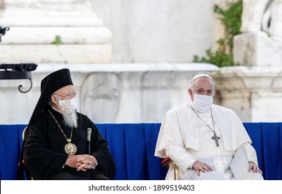 Rome, Italy, October 20, 2020. Bartholomew I, Patriarch of Constantinople (L) and Pope Francis (R) attend an inter-religious ceremony promoted by St. Egidio's Community in Piazza del Campidoglio.