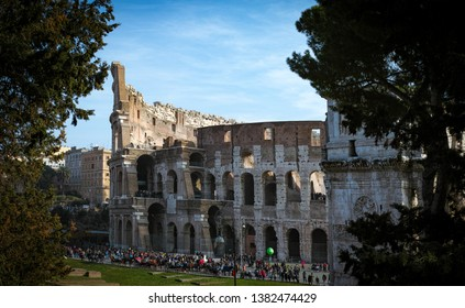 Rome, Italy, on 9th February 2019: Coliseum amphitheatre in the centre of the city of Rome during a sunny day - Imagem