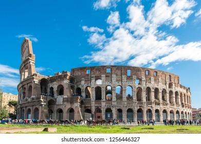 Rome, Italy / Roma - 09/2014 : Vista panoramica totale del Colosseo/Colosseum antico anfiteatro Romano dove si svolgevano giochi con combattimenti di Gladiatori e persecuzioni ai cristiani.