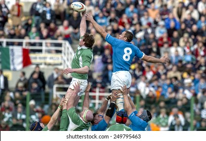 ROME, ITALY-FEBRUARY 06, 2005: rugby players contending to catch the ball during the Six Nations rugby tournament match Italy vs Ireland, in Rome.