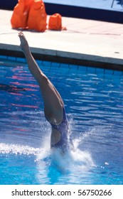 ROME - JULY 18: Chinese diver Kang Li competes during the diving Women's 10m final on July 18, 2009 at the FINA World Championships in Rome. Kang Li won bronze medal.