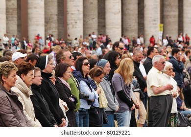 ROME - MAY 1 : pilgrims listen to the mass during the celebration for the beatification of Pope John Paul II on may 1, 2011 in Rome