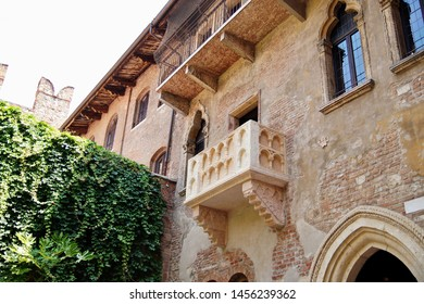 Romeo and Juliet balcony in Verona, Italy. Courtyard of Casa di Giulietta (House of Juliet or House of Cappelletti) in Verona, Italy. Verona is a popular tourist destination of Europe.