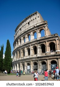 ROME,ROME, ITALY, 05/10/2015, TOURISTS EXPLORING THE  EXTERIOR OF THE COLLOSEUM