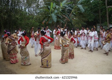 Rongali Bihu Days: Manuh Bihu, 15th April is the first day of the year according to the Hindu calendar. Assamese (Assam, India) people sing traditional folk songs in chorus and dances.