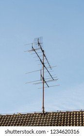 Roof antenna for analog television