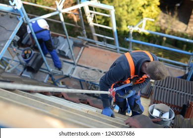 roof maintenance: workplace safety with Personal protective equipment for carpenters by trade, accident prevention regulations, protection against accidents
