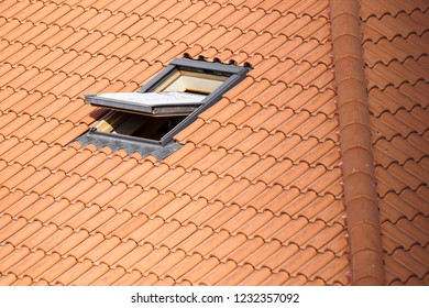 Roof with vasistas or velux windows