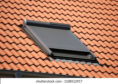 Roof window with roller shutter