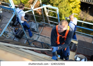 roofer and carpenter workplace safety, safety and efficacy testing before starting the construction site