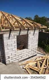 Roofing  house construction with autoclaved aerated concrete (AAC), also known as autoclaved cellular concrete (ACC), autoclaved lightweight concrete (ALC), autoclaved concrete wall.