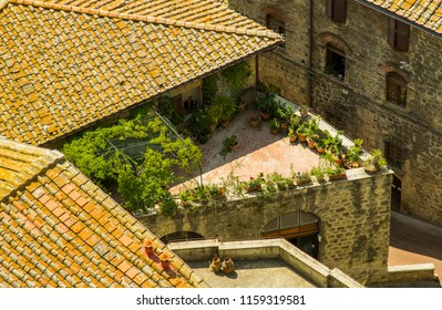 Rooftop terace in San Gimignano. Wonderful place to be.