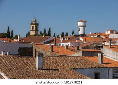 Les toits et les tours du village historique d'Almeida. C'est l'un des villages historiques du Portugal, situé dans le quartier de Guarda