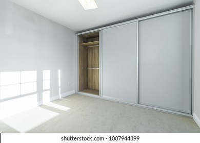 Room with a built in wardrobe