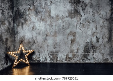 room with gray walls and a star with light bulbs