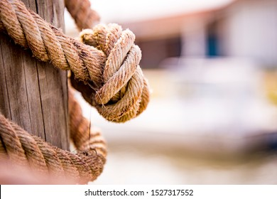 Rope with a knot in a marine ambient