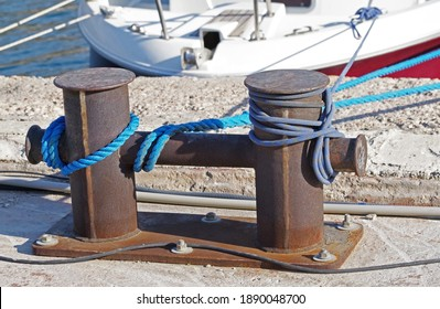 rope and old Marina bollard on moorage