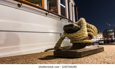 rope on a boat on the alster