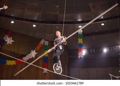rope walkers in the circus