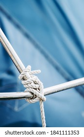 Ropes on a boat - Sailor's knot
