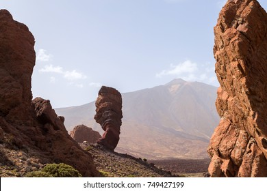 Roques de Garcia. The Roque Cinchado - a unique rock formation of the island of Tenerife located near Teide Volcano. Canary Islands, Spain