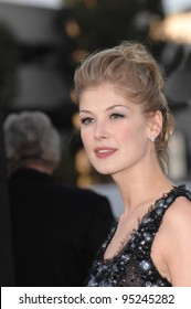 """Rosamund Pike at the Los Angeles premiere of """"Fracture"""". April 12, 2007  Los Angeles, CA Picture: Paul Smith / Featureflash"""