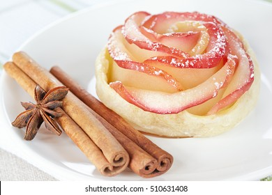 Rose from apple and puff pastry
