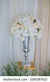 rose flower background. flower pot, white rose, flower pot wedding decoration