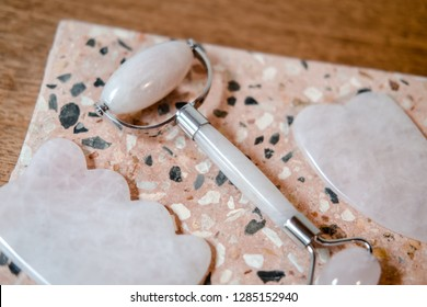 Rose quartz facial roller and gua sha beauty firming tools