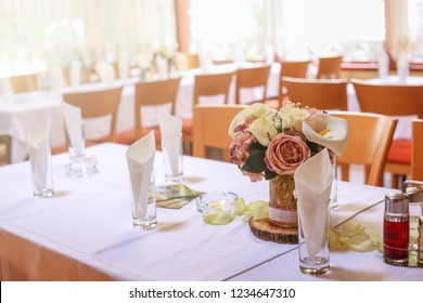 Roses on a festive wedding table in the restaurant. Wedding decoration.