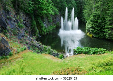 The ross fountain inside the historic butchart gardens (over 100 years in bloom), victoria, british columbia, canada