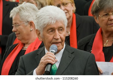 ROSSDORF, GERMANY-APRIL 30: Gotthilf Fischer and his choir sing at the occasion of the wedding of one of his female choir singers (unnamed) on April 30, 2011 in Rossdorf, Germany