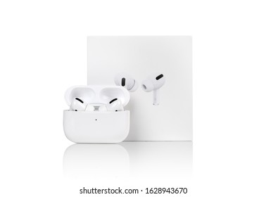 Airpods Pro Images Stock Photos Vectors Shutterstock