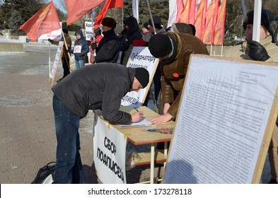 ROSTOV-ON-DON, RUSSIA - JANUARY 26: Picket and collecting signatures against the replacement of the monument of Karl Marx's statue of Catherine the Great, January 26, 2014 in Rostov-on-Don, Russia.