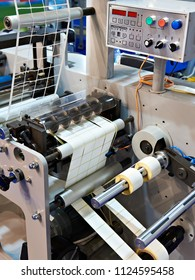 Rotary die cutting machine with slitting blade system