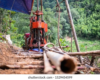 Rotary drilling machine for collect rock and soil samples in geotechnical engineering work