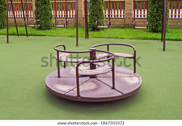 rotating-childish-swing-on-antitraumatic