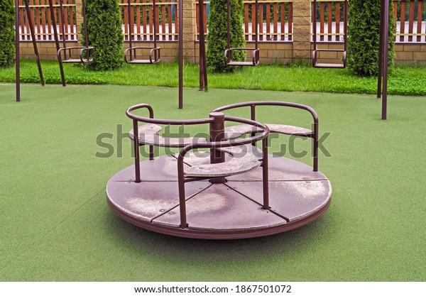 rotating-childish-swing-on-antitraumatic