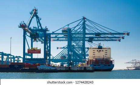 Maersk Commercial Ship Images, Stock Photos & Vectors | Shutterstock