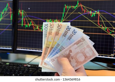 Rouen, Seine-Maritime, France, septembre 2013. Brokerage firm. Bank notes in front of a computer screen with price curves showing fluctuations of the price of wheat. 250 euros