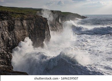 Rough ocean with waves crashing into the rocks