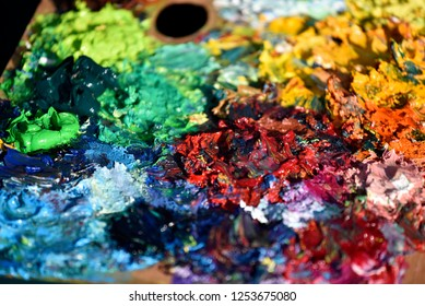 Rough surface of color palette by mixed oil color mud
