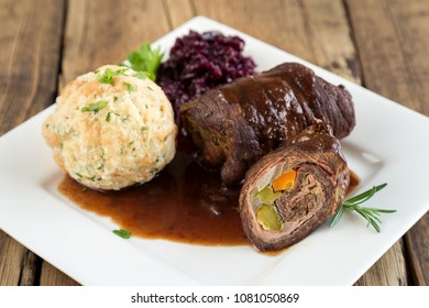 roulade with dumplings and red cabbage