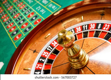 roulette wheel green table