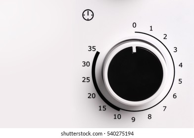 Round analog microwave oven timer, Black icon on white background.