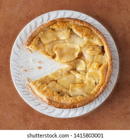 Round apple pie without a slice.